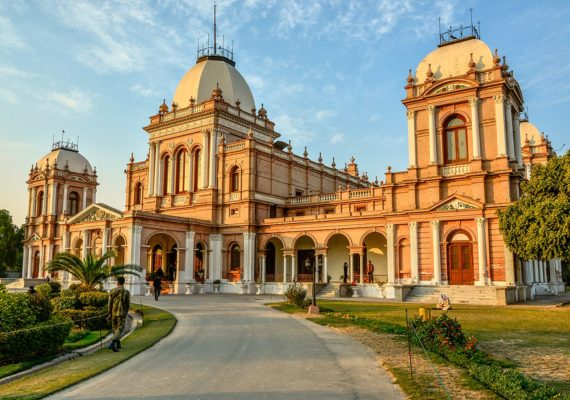 1280px Entrance of Noor Mahal
